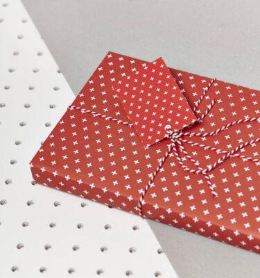 original_festive-red-gift-wrap-set